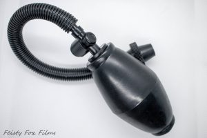 A pussy pump's pump with a quick release valve